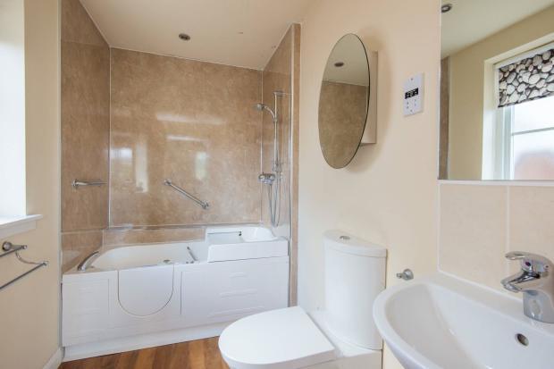 En-Suite Shower Bath