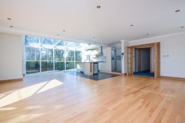 Livingroom/diningroo
