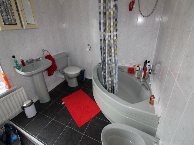 REAR BATHROOM 1