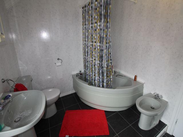 REAR BATHROOM 2