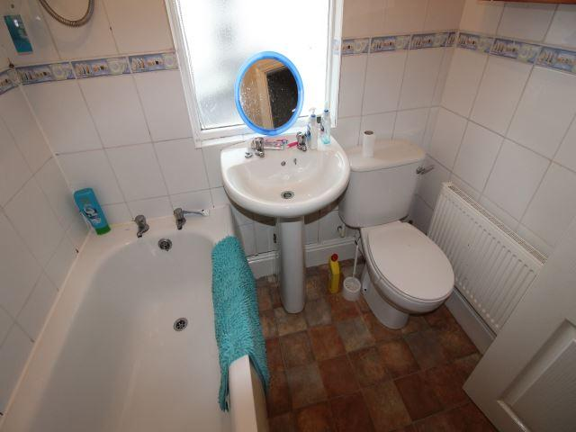 MIDDLE BATHROOM 2