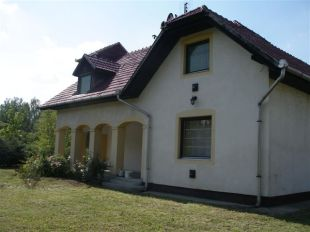 3 bed Detached house for sale in Heves, Poroszl�