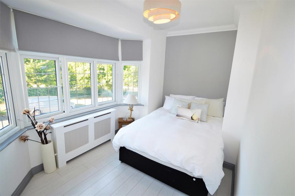 DOUBLE BEDROOM
