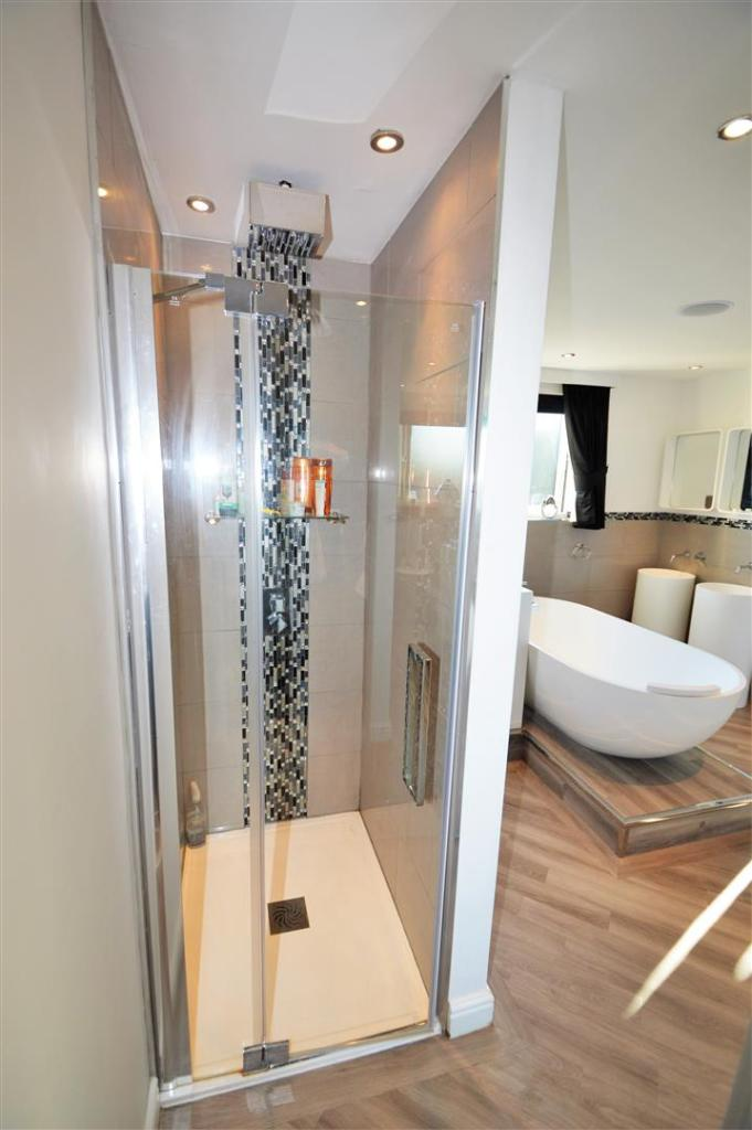 EN-SUITE SHOWER CUBI