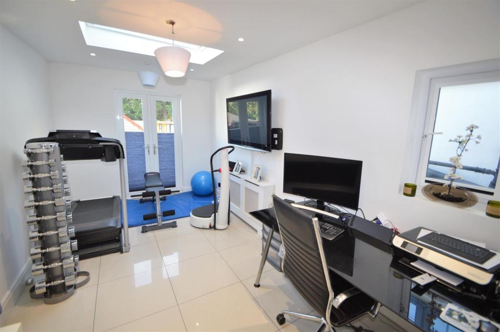 OUTDOOR GAMES ROOM+