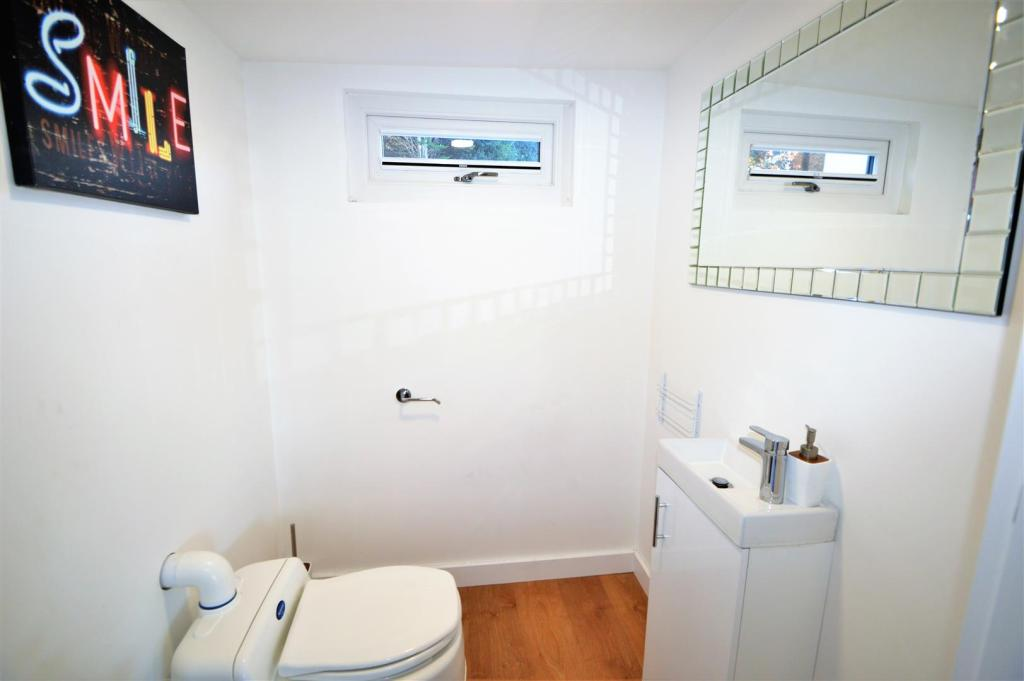 GAMES ROOM WC