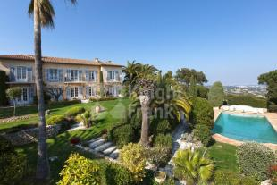 8 bed Villa for sale in Vallauris (Super Cannes)...