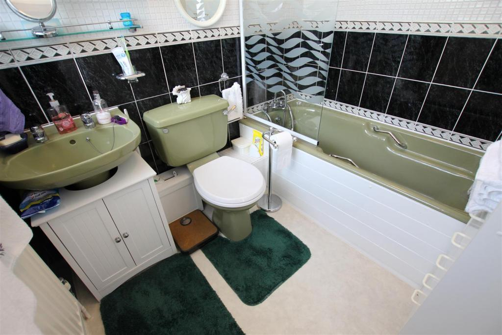 3 Bedroom Detached Bungalow For Sale In Woodlands Close