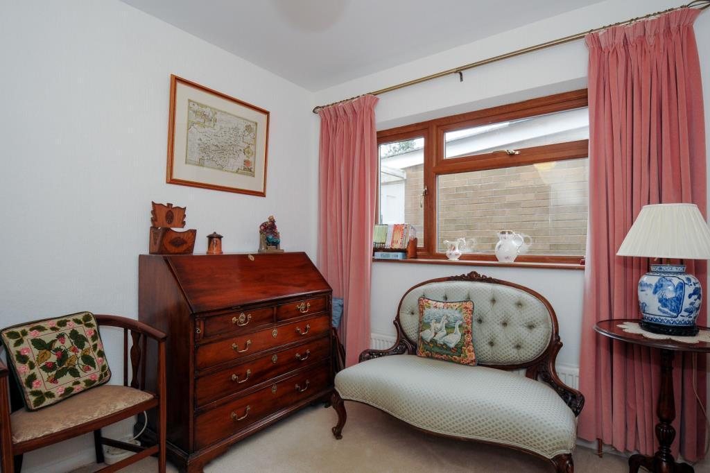 Bedroom / Study