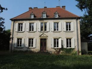 Detached house in Burgundy...