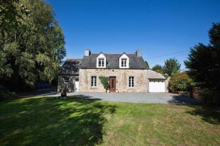 4 bedroom Detached property for sale in Brittany, C�tes-d'Armor...