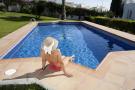 pool (b)