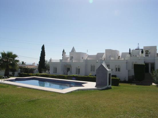 pool gardens (a)