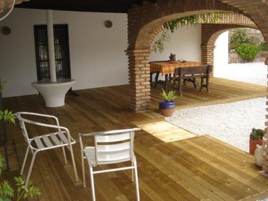 covered terrace (b)