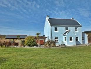 3 bedroom Detached home for sale in Carraig House...