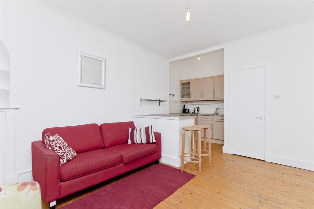 living room-sandwich