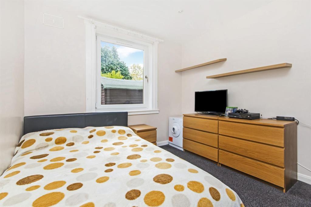 bedroom n1.JPG