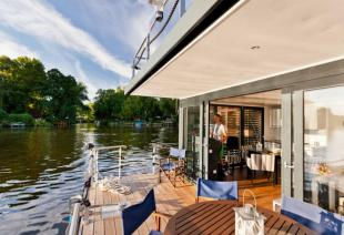 Houseboat with 2 Bedrooms in Berlin Charlottenburg property