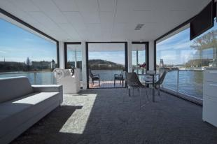 1 bed Detached Bungalow in Modern houseboat living...