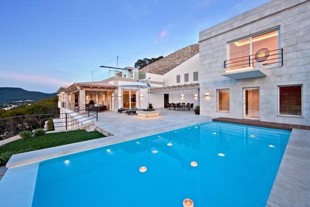 Luxury villa with in