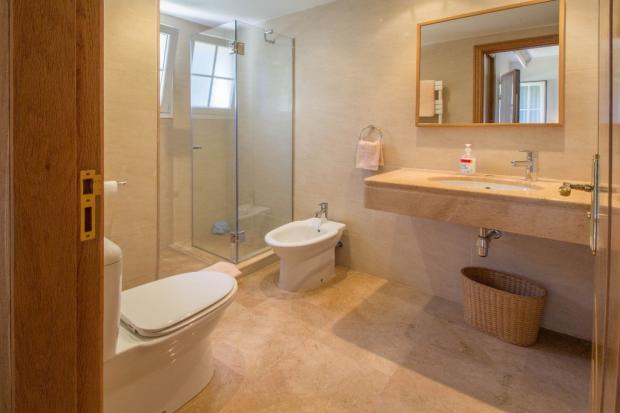 En-suite bath2