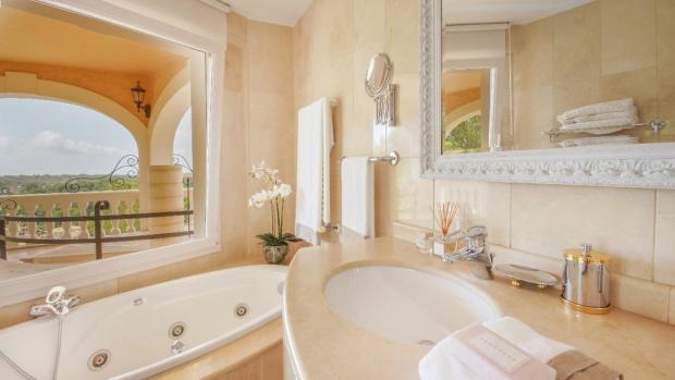Jacuzzi bath1
