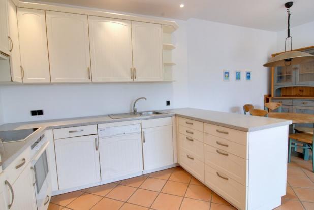 kitchen in guest apa