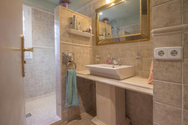 Downstairs Bath2