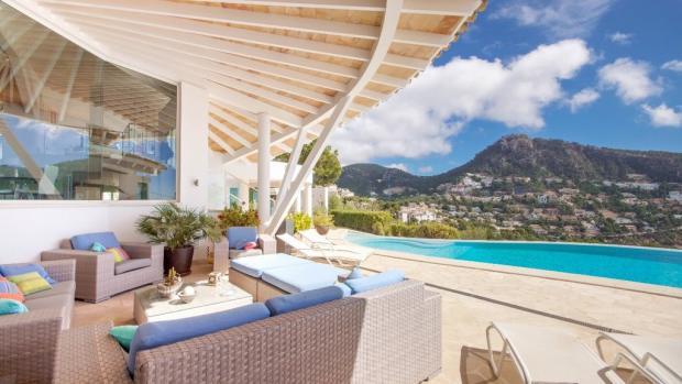 Pool terrace and lou