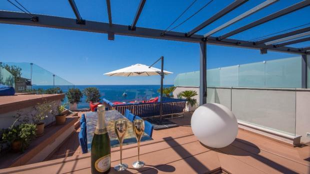 Roof terrace Bar