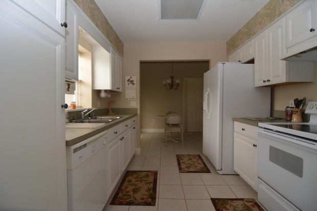Guest apt. kitchen