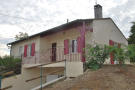2 bedroom house in Only 300m from the shops...