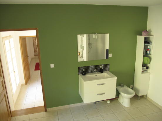 Cottage bathroom 2
