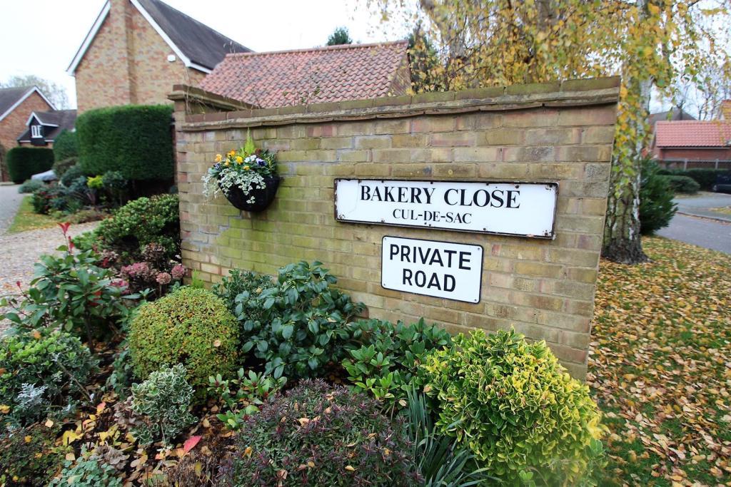 'BAKERY CLOSE'