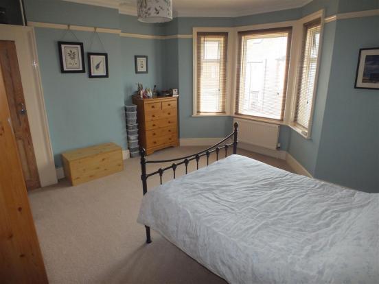 65 Albert Road - bed
