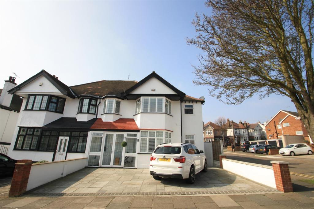 4 Bedroom House For Sale In Kent View Avenue Leigh On Sea
