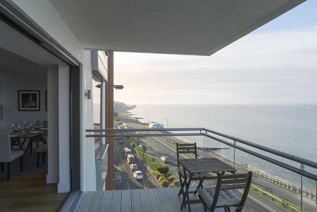 6 balcony3-web.jpg