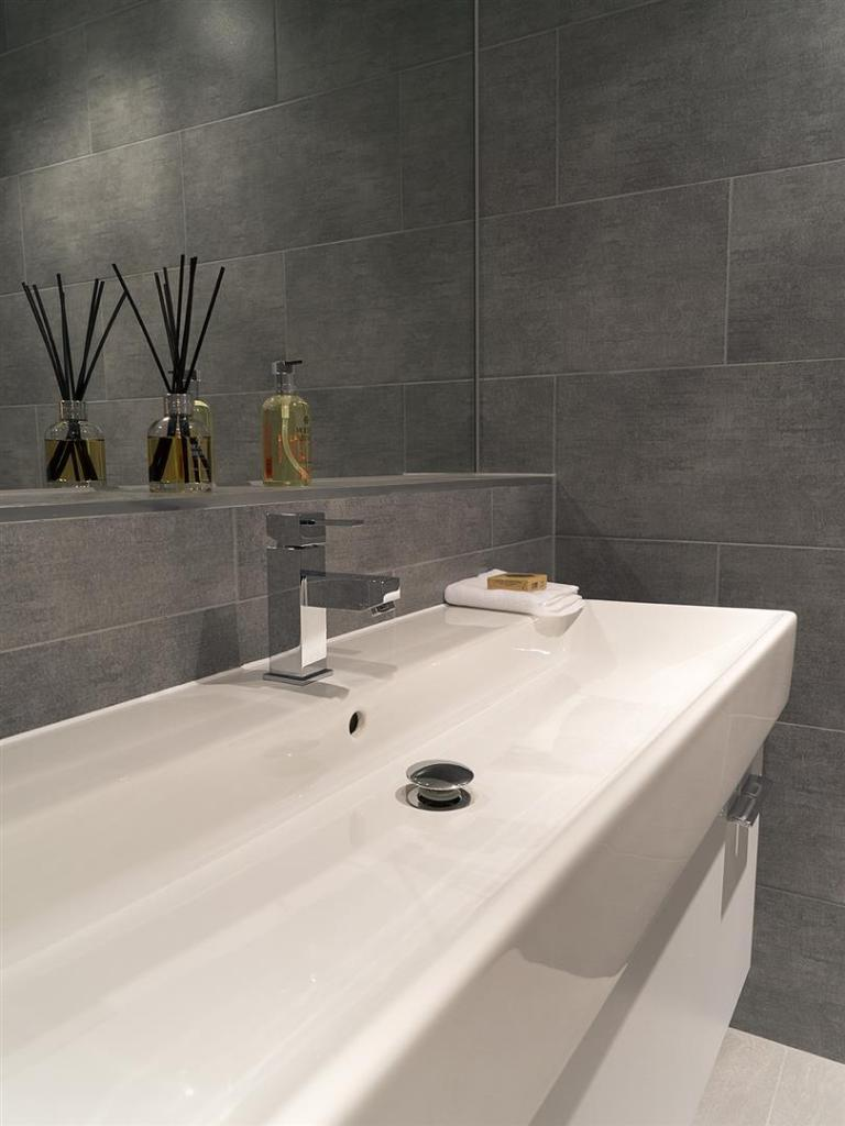 12 bathroom1-web.jpg