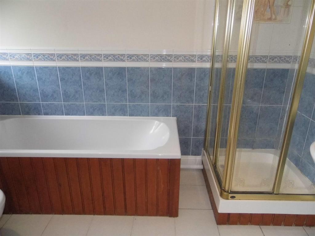 ensuite bathroom 2.J