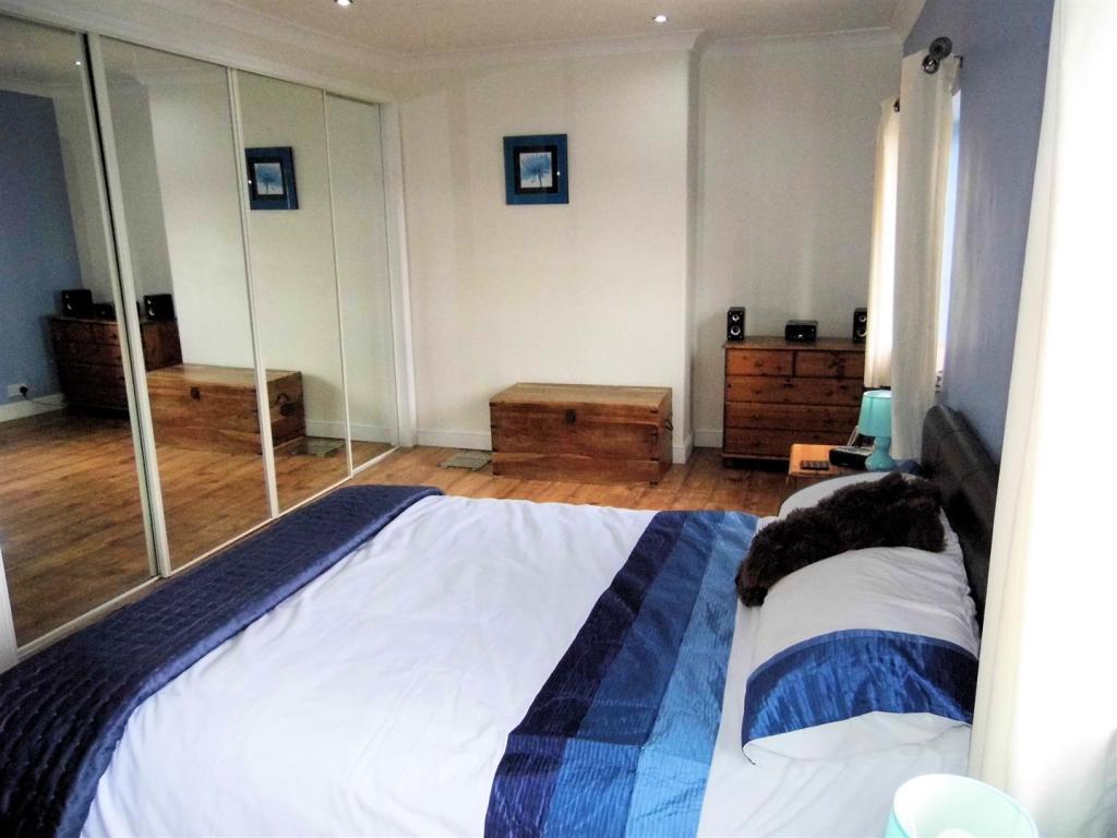 bedroom 1 alt.JPG
