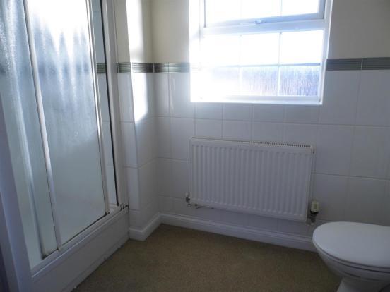 En-suite shower to 1