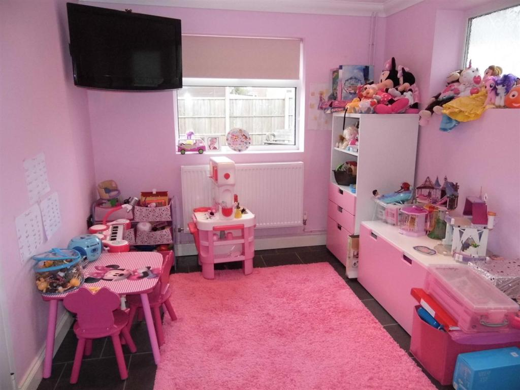 PLAYROOM/DINER
