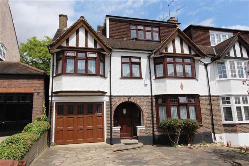 6 bedroom semi-detached house for sale in Connaught Avenue ...