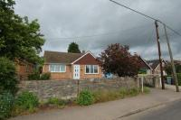 2 bedroom Detached Bungalow in Rousham Road, Tackley...