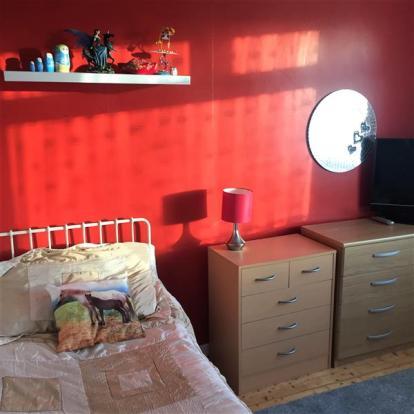 Bedroom 2/Dining