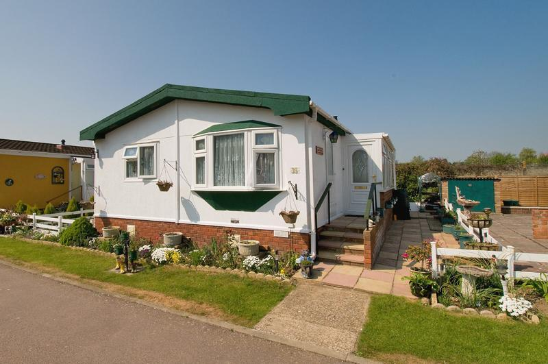 1 Bedroom Mobile Home For Sale In Four Horseshoes Whitstable Me13 Me13