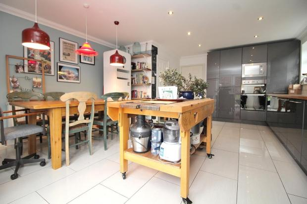 2 bedroom end of terrace house for sale in sycamore way for Terrace kitchen diner