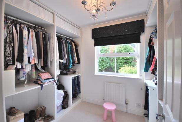 BED 5 DRESSING ROOM.