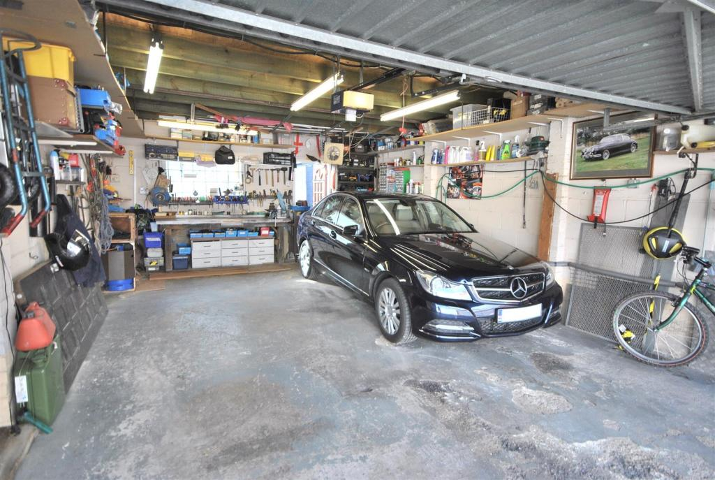 internal garage.JPG