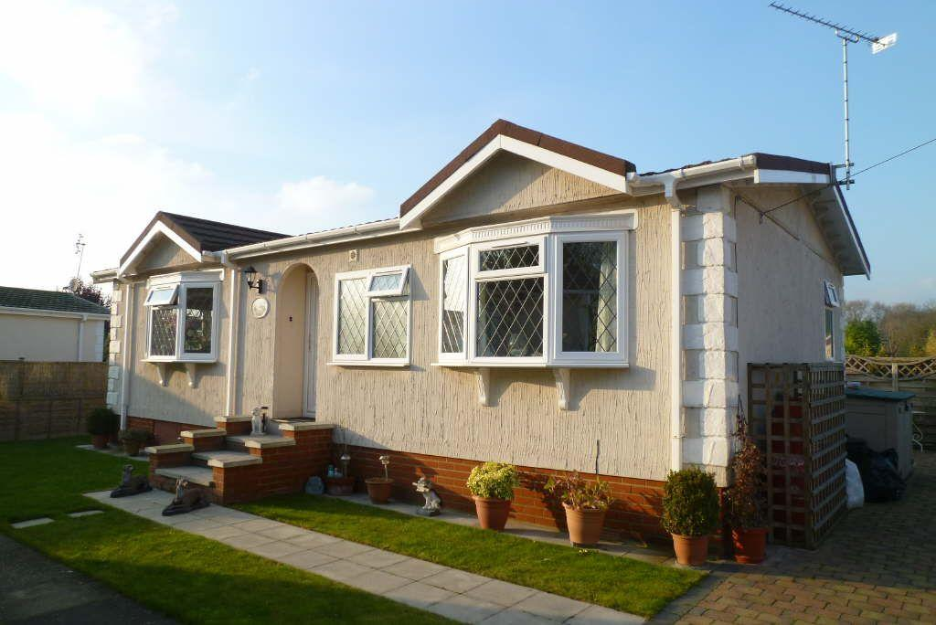 2 Bedroom Mobile Home For Sale In Roydon Cm19